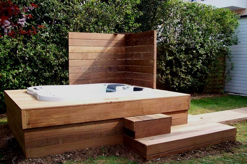 Terrasse bois jacuzzi for Piscine encastrable bois
