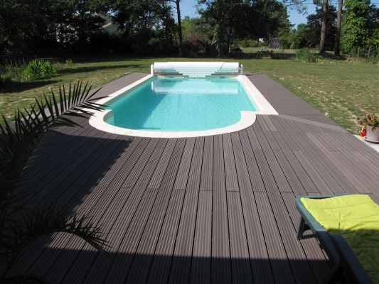Terrasse composite pour piscine - Amenagement piscine composite ...