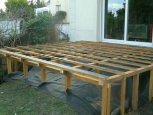 Terrasse bois composite sur pilotis for Idee de terrasse en composite