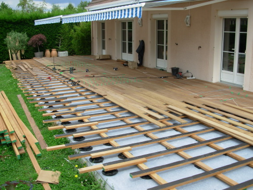 Terrasse bois composite ou beton for Construction en bois ou beton