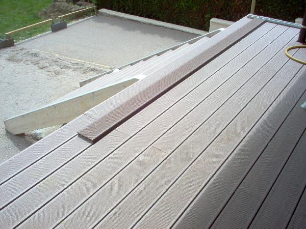 Terrasse bois composite brico depot for Dalles de piscine leroy merlin