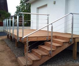 Terrasse bois avec piscine - Construire une terrasse en bois sur pilotis ...