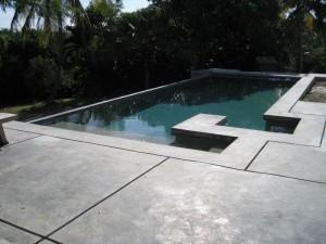 Terrasse de piscine en beton for Fabriquer sa piscine en beton