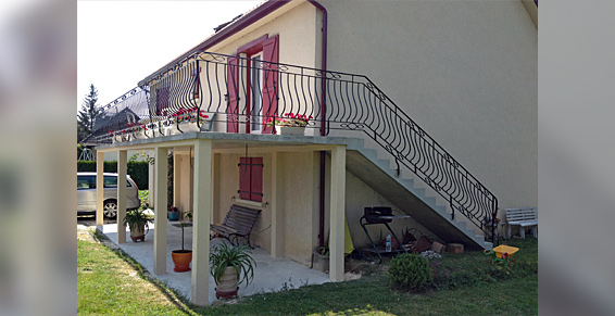 terrasse suspendue en beton. Black Bedroom Furniture Sets. Home Design Ideas