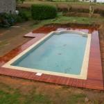 terrasse-bois-composite-autour-d-une-piscine-2